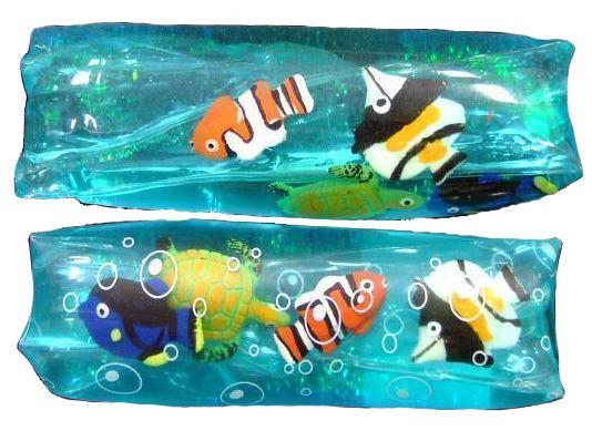 Vodní had s mořskými živočichy